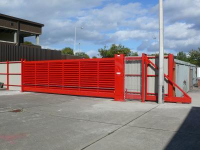 c-red-gates-002
