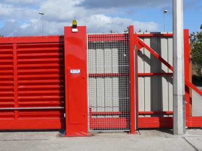 c-red-gates-003