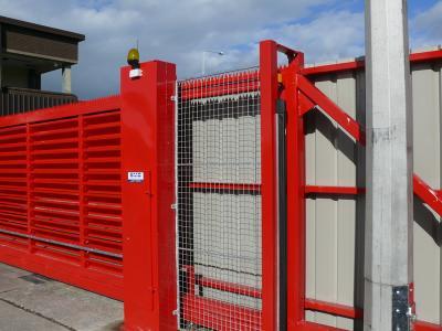 c-red-gates-004