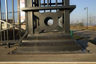 com-gate-pillars-003