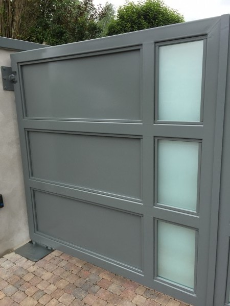 gates-grey-glass-04