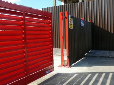 c-red-gates-012