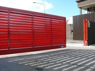 c-red-gates-013