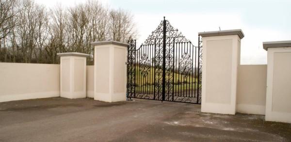 tall-iron-gates-001