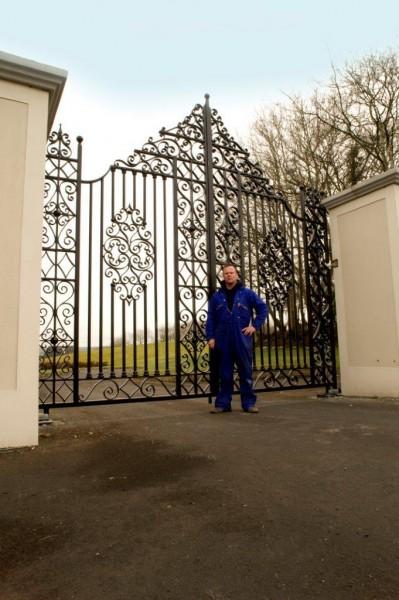 tall-iron-gates-003
