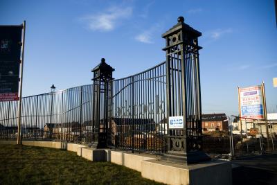 com-gate-pillars-001